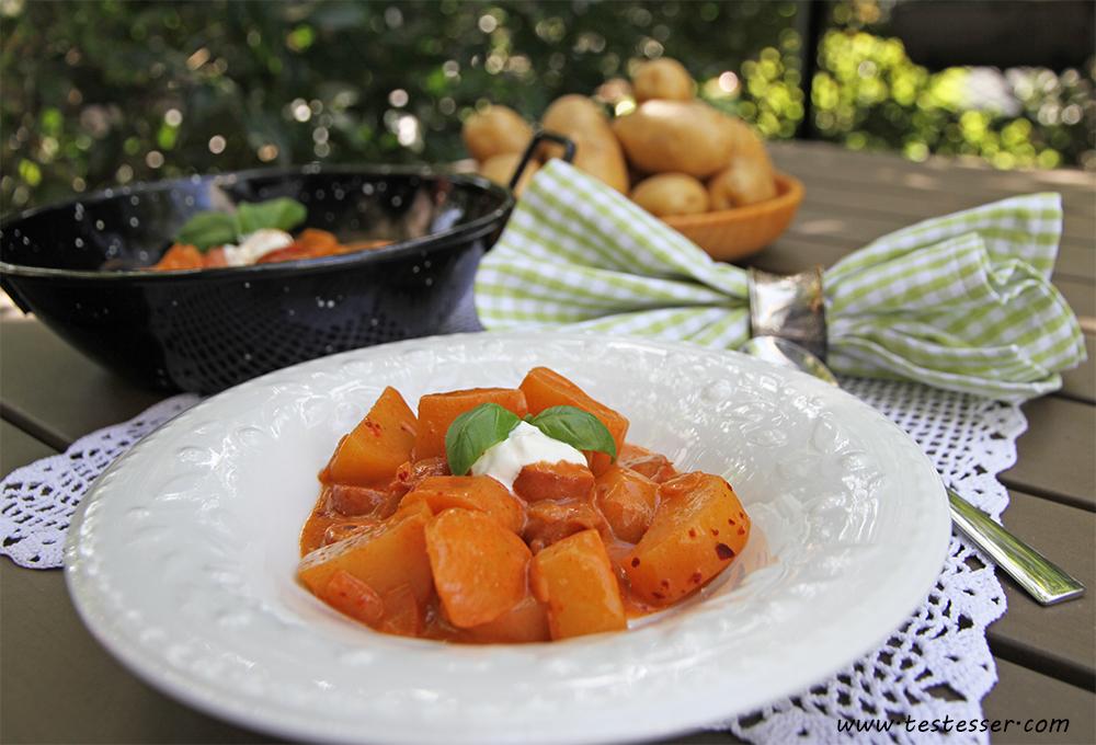 Kartoffelgulasch_Tisch